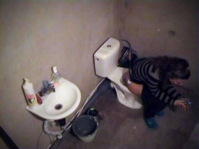 Nasty spy filmed babe on the toilet lavatory