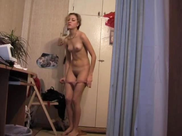 Amateur blonde shows the beauty put on body