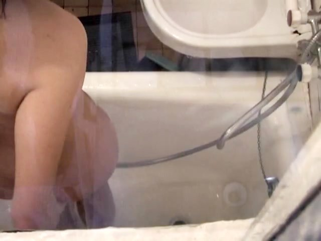 Naked sash wet blonde spied in the shower