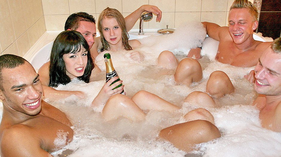 Wild group fucking after a Jacuzzi bath