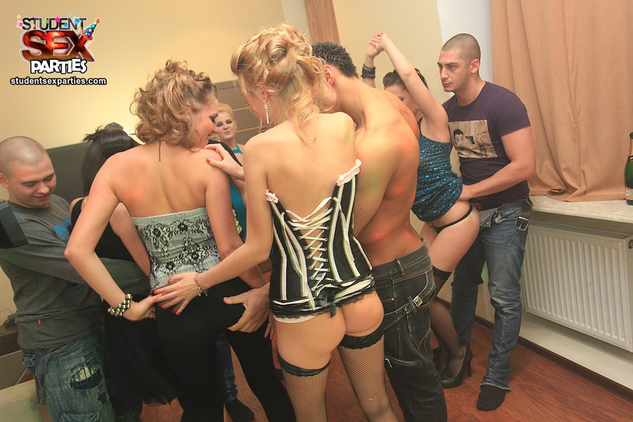 Bathroom orgy at student party Free Photo Gallery 644