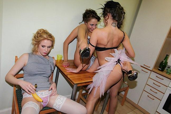 Tři kamarádky a banán v kundě Holíšov