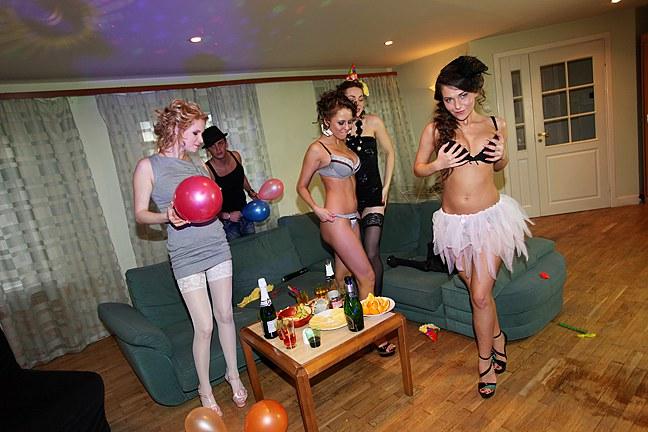 Lesbická narozeninová párty pěti pipinek