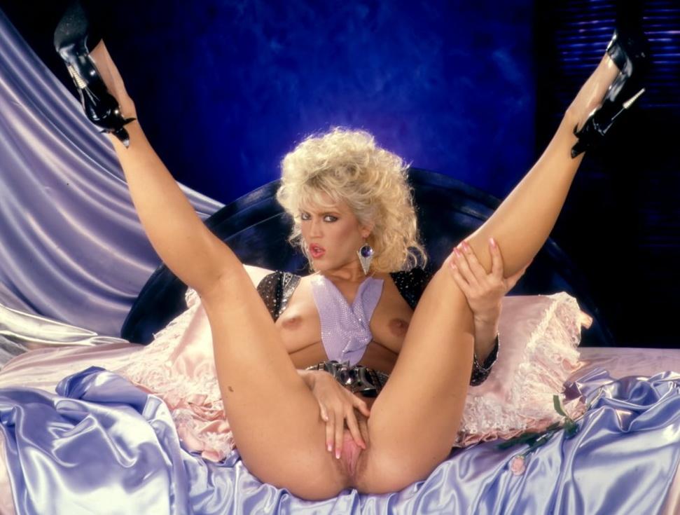 amateur naked female butt photo