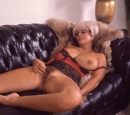 Milfs giving head sucking cock
