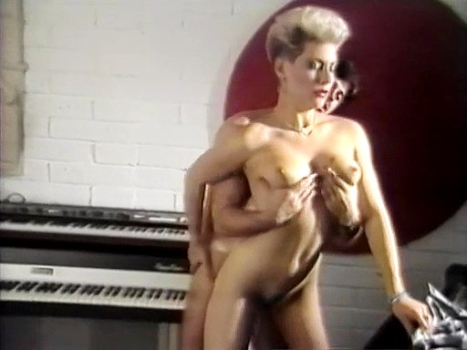 Oral and hard fuck in the studio