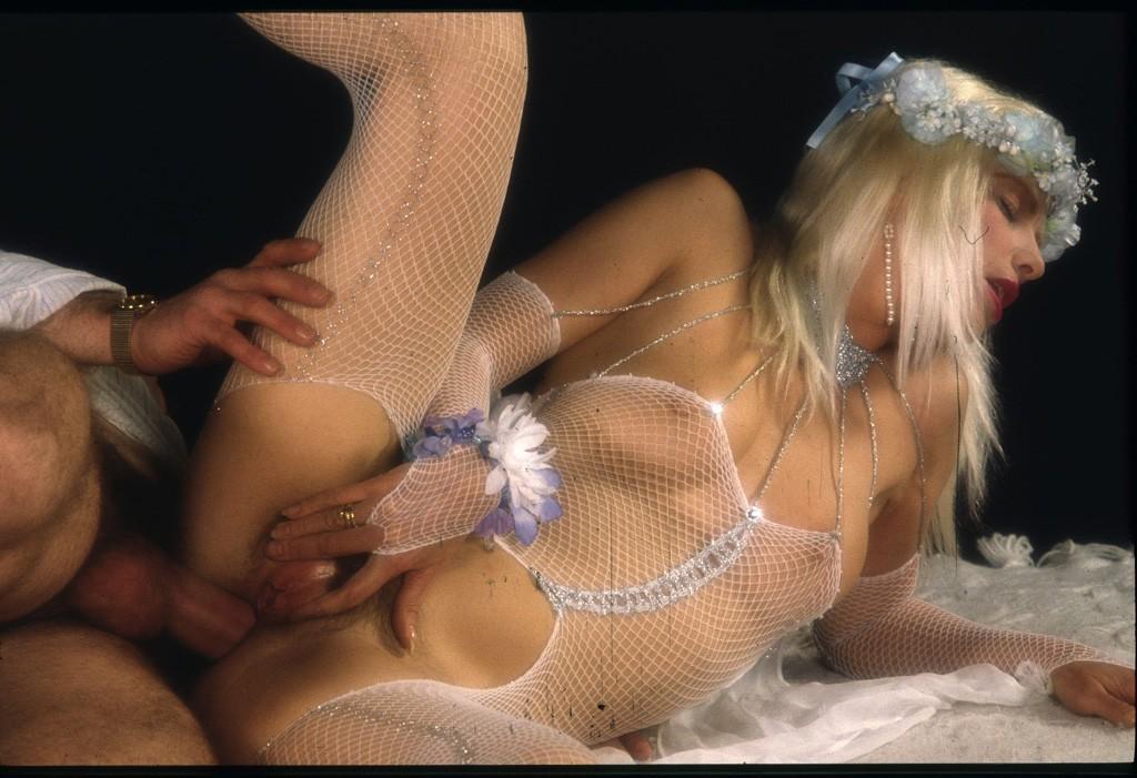 http://hostave3.net/tcp/fhg/photo/Cicciolina_%28Ilona_Staller%29_2_phoumo/photo/09b.jpg