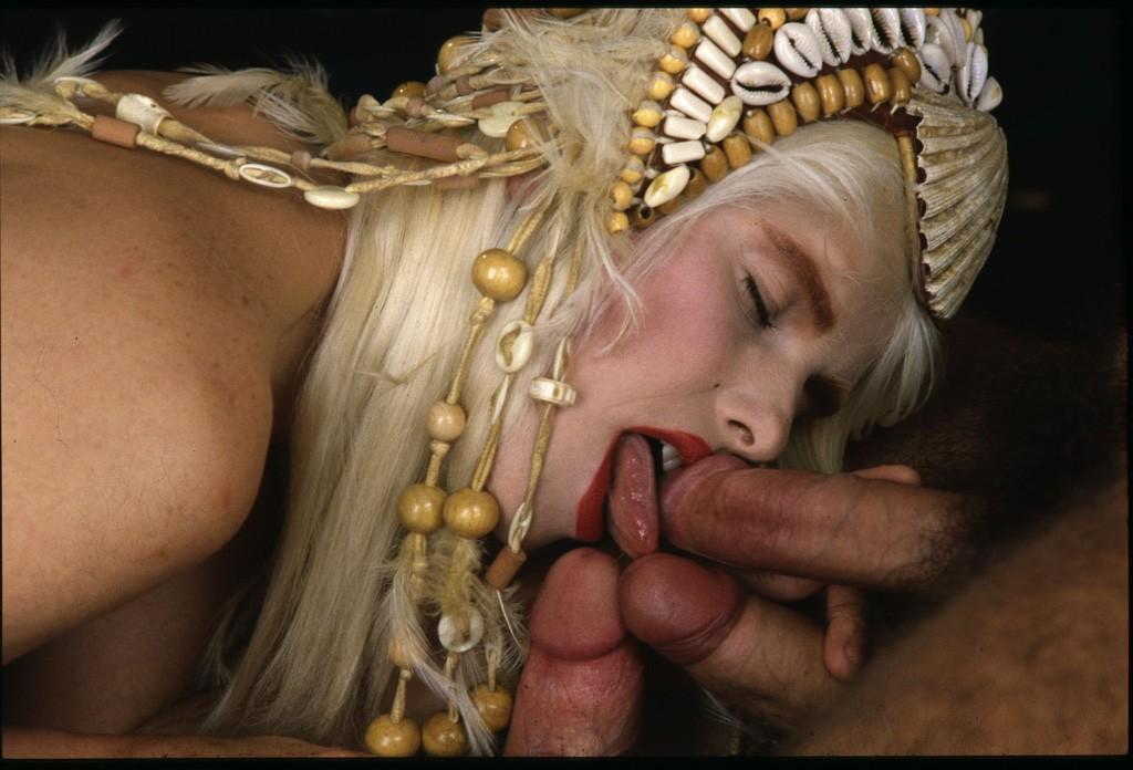 http://hostave3.net/tcp/fhg/photo/Cicciolina_(Ilona_Staller)_2_phoumo/photo/01b.jpg