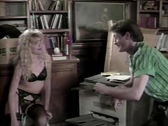 Aja, Jon Dough, Robin Lee in vintage sex scene - סרטי סקס