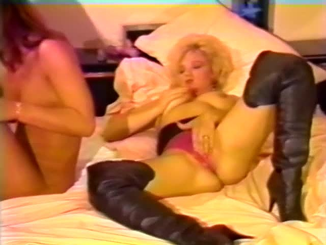 Aja, Renee Morgan, Suzie Bartlett in classic porn movie - סרטי סקס