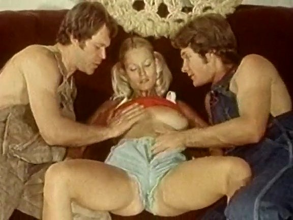 Alan Adrian, Steven Grant, Rhonda Jo Petty in vintage sex scene - סרטי סקס