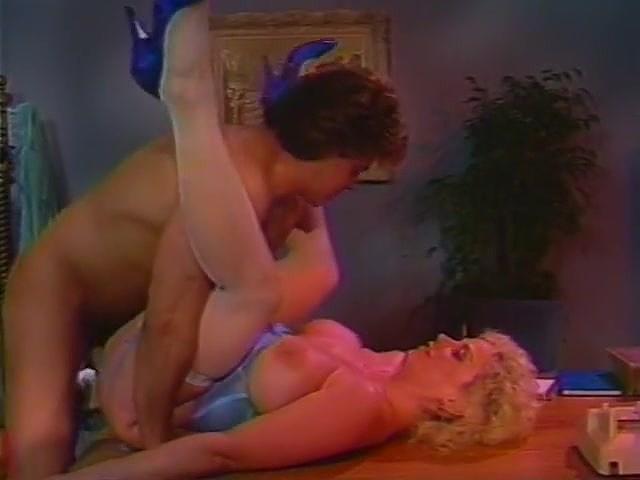 Alex Storm, Chessie Moore, Racquel Darrian in classic sex clip - סרטי סקס