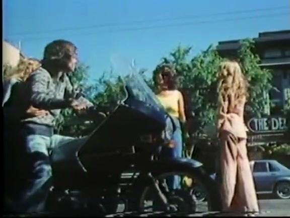 Amber Hunt, Maryanne Fisher, Mitzi Fraser in vintage xxx clip - סרטי סקס