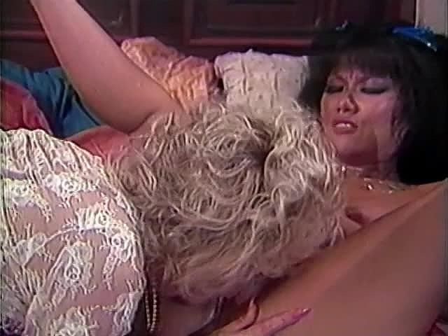 Amber Lynn, Danielle, Erica Boyer in vintage xxx clip - סרטי סקס