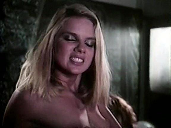 Amber Lynn, Tiffany Clark, Ashley Welles in vintage sex video - סרטי סקס