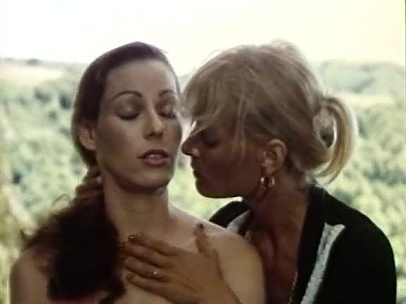 Annette Haven, Lisa De Leeuw, Paul Thomas in vintage xxx video - סרטי סקס