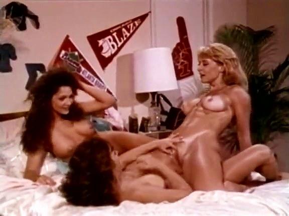 Ashlyn Gere, Bionca, Nina Hartley in lesbians make love in hot classic xxx threesome - סרטי סקס