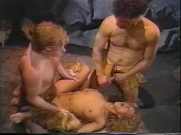 Barbara Dare, Nina Hartley, Erica Boyer in classic porn scene - סרטי סקס