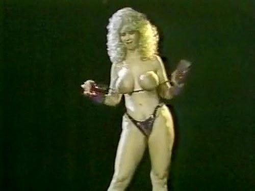 Becky Savage, Busty Belle, Candy Samples in vintage porn scene - סרטי סקס