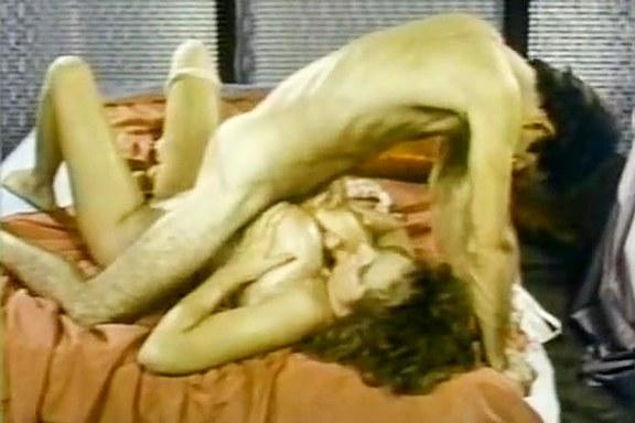 Becky Savage, Busty Belle, Candy Samples in vintage sex site - סרטי סקס