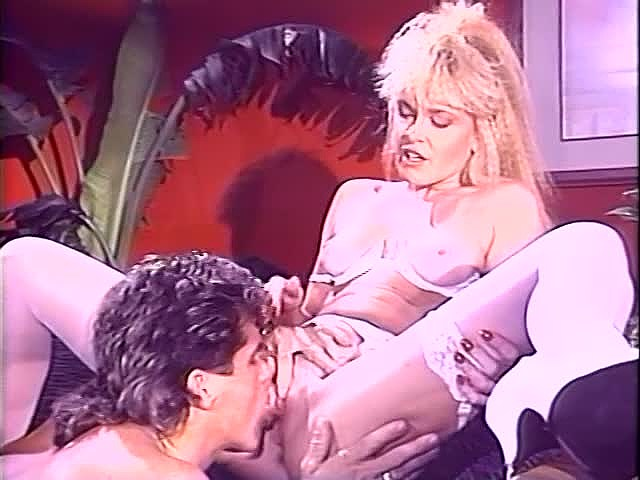 Cassidy, K.C. Williams, Keisha in vintage porn scene - סרטי סקס