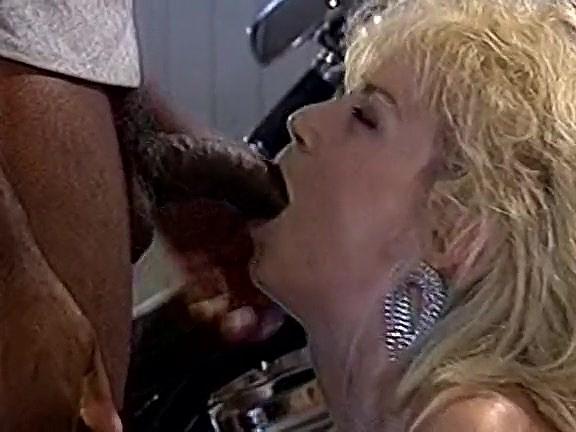 Chessie Moore, Dusty, Bridgett Monroe in vintage sex video - סרטי סקס