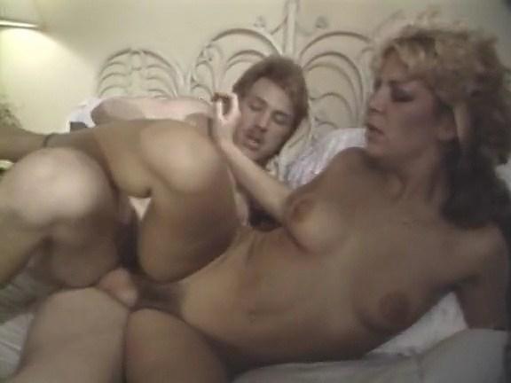 Naked girl rides sybian on youporn