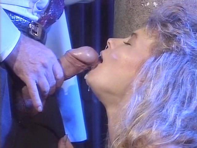 Deborah Wells, Emma Rush, Lynn LeMay in vintage fuck scene - סרטי סקס