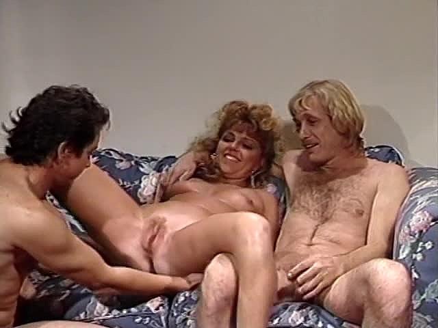 Frankie Leigh, Lauryl Canyon, Ona Zee in classic porn clip - סרטי סקס