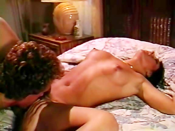 Hyapatia Lee, Joey Silvera in explosive orgasms in hot vintage erotica - סרטי סקס