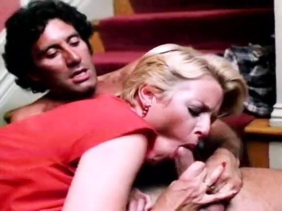Juliet Anderson, John Leslie in hot chick banged on the stairs in a classic xxx - סרטי סקס