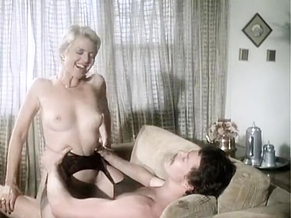 Juliet Anderson, Ron Hudd in hot 80's porn video with double penetration - סרטי סקס