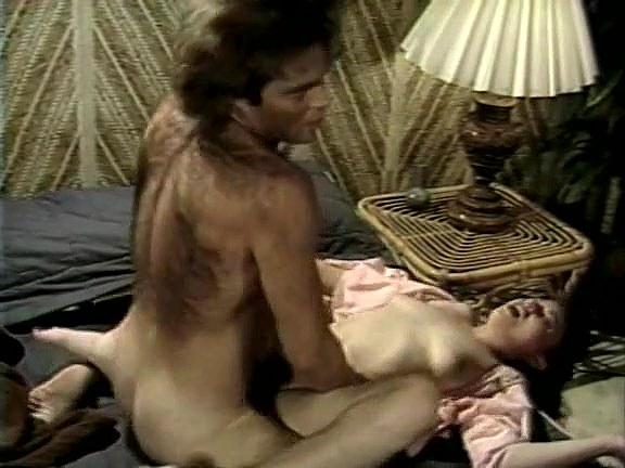 Kelly Nichols, Kristara Barrington, Blossom Lei in classic fuck scene - סרטי סקס