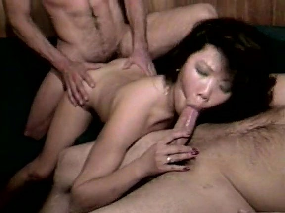 Kristara Barrington, Tiffany Blake, Summer Rose in vintage fuck scene - סרטי סקס