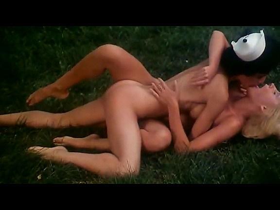 Kristine DeBell, Bucky Searles, Gila Havana in vintage porn scene - סרטי סקס