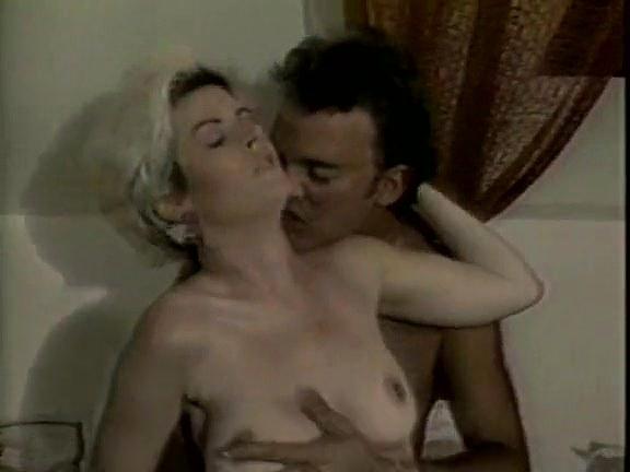 Leslie Winston, Melanie Scott, Peter North in vintage porn movie - סרטי סקס