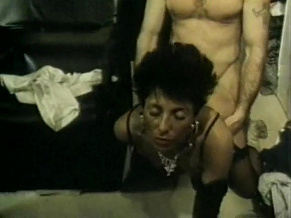 Michelle Davy, John Leslie, Jamie Gillis in classic sex clip - סרטי סקס