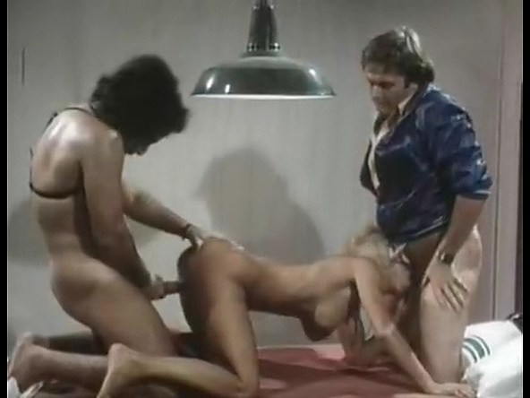 Veronica Hart, John Alderman, Samantha Fox in vintage xxx scene - סרטי סקס